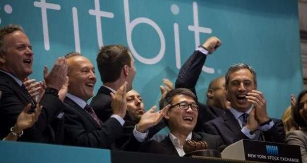 Fitbit è pronta ad acquistare Pebble per eliminarla dal mercato