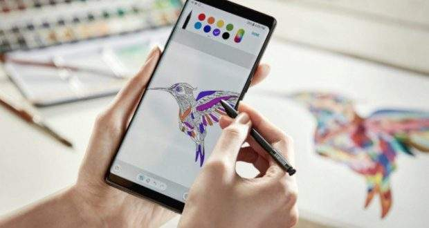 Samsung Galaxy A (2018), Infinity Display e Bixby?